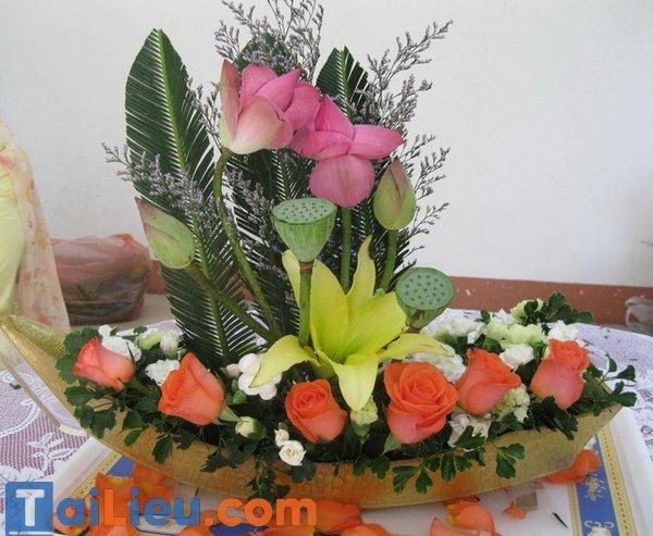 Bài thuyết trình cắm hoa: Chủ đề Vươn xa phụ nữ Việt
